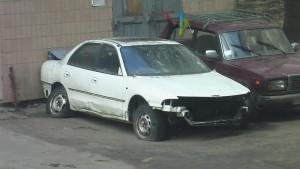 Тернополяни скаржаться на покинутий у дворах автотранспорт (фото) - фото 1