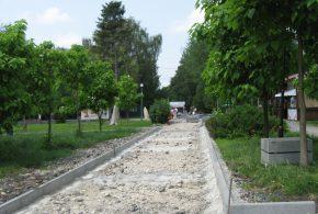 """Триває ремонт доріжок у парку """"Топільче"""""""