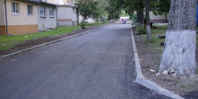 Заасфальтували міжбудинковий проїзд поблизу будинків 11-19 на проспекті Злуки