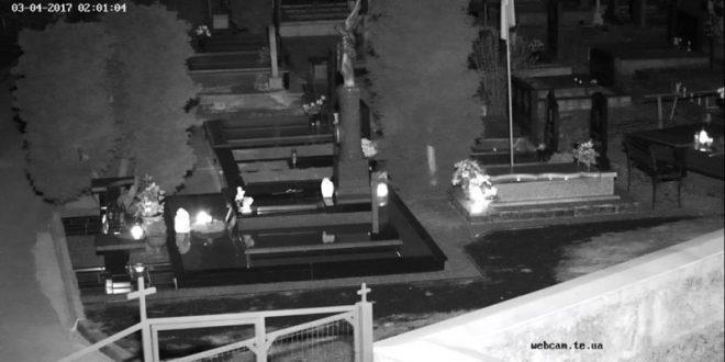 На кладовищах Тернополя облаштували відеоспостереження