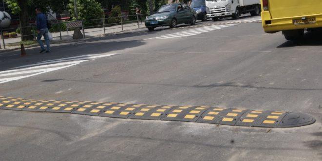 У Тернополі оновлюють пристрої примусового зниження швидкості