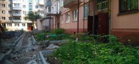 Триває капітальний ремонт двору на вулиці Лесі Українки, 1