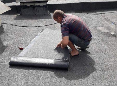 """Працівники ПП """"Люкс"""" здійснюють поточний ремонт покрівель"""