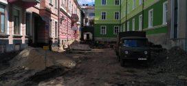 На вулиці Олени Кульчицької здійснюють заміну комунікацій