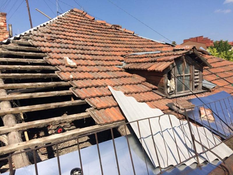 На прохання мешканців, у Івано-Франківську на вулиці Шевченка відремонтують дах