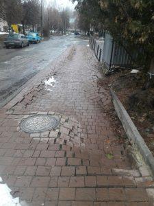 Тротуар на Лепкого, облаштований приватним підприємцем