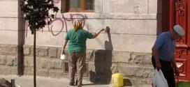 """На Чорновола працівники ПП """"Східний масив"""" ліквідували графіті"""
