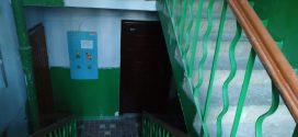 """Працівники ПП """"Наш дім"""" ремонтують сходові клітки"""