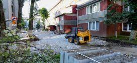 На проспекті Злуки, 9 триває капітальний ремонт двору