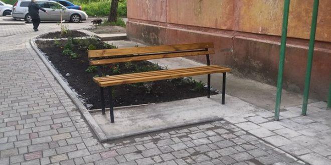 """Нові лавки для відпочинку облаштували працівники ПП """"Наш дім"""""""