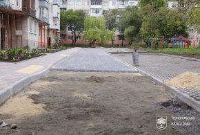 Завершується капітальний ремонт прибудинкової території на вулиці Лесі Українки, 9