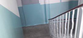 """Працівники ПП """"Люкс"""" ремонтують сходові клітки"""