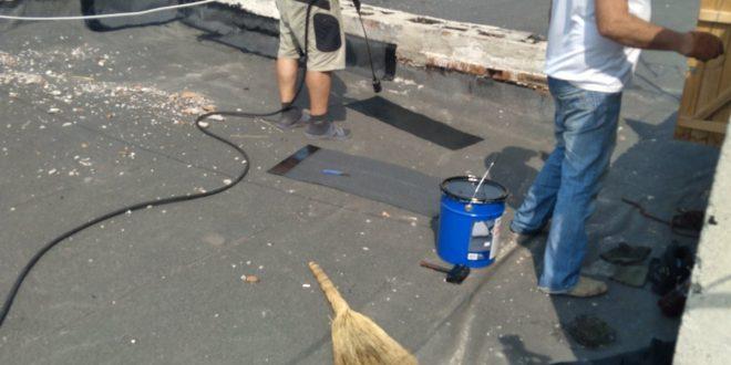 """Поточний ремонт покрівлі проводять працівники ПП """"Люкс"""""""